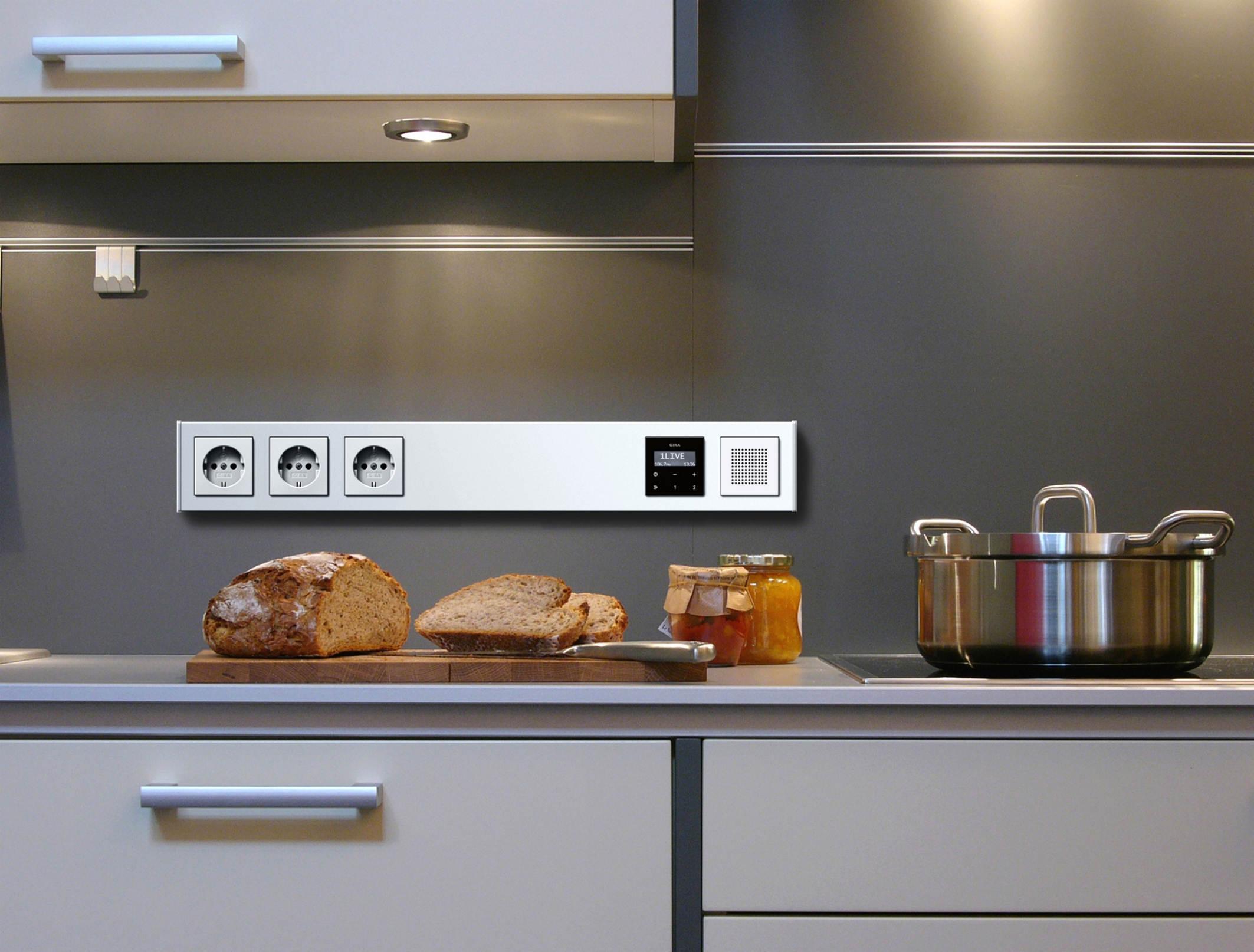 Накладной монтаж на кухне GIRA PROFIL 55